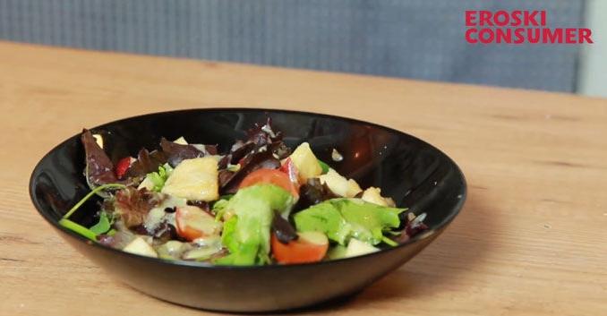 Ensalada de pollo con salsa roquefort
