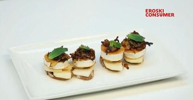Receta de tostada de queso de cabra con peras y cebolla caramelizada