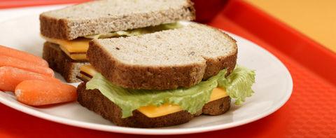 El pan de molde integral es más saludable y barato que el blanco
