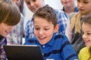 Nenos e adolescentes cativados polas redes