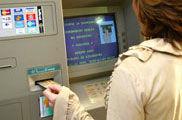 Uno de cada tres cajeros automáticos suspende el examen de CONSUMER