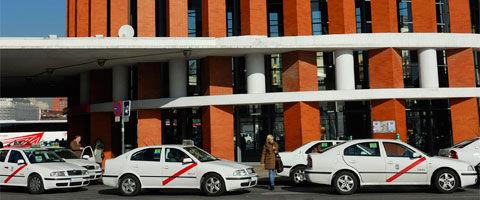 Las tarifas del taxi han subido en un año cuatro veces más que el IPC