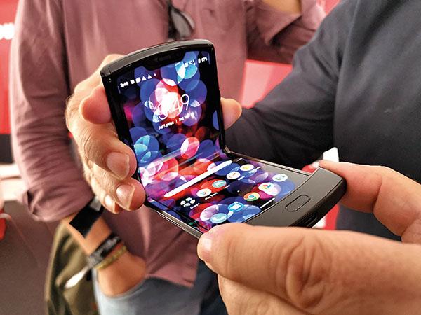 El mòbil s'adapta a la butxaca (però només en mida)